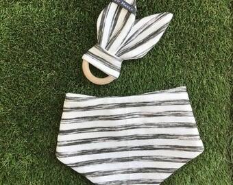 Pack cadeau bébé -  coton bio - B&W stripes | 1 lapin de dentition + 1 bavoir bandana