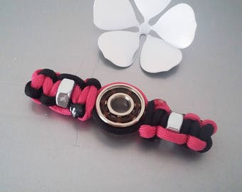 HAND SPINNER FIDJET in Paracord with bolts in shades black/pink neon