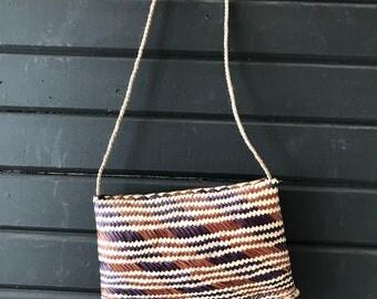 vintage woven straw handbag // beach bag