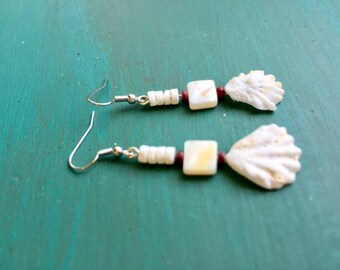 Dangle Kitten Paw Shell Earrings