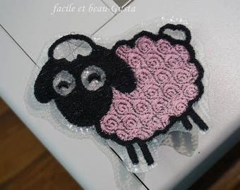 "Embroidery file ""Smiling sheep"""