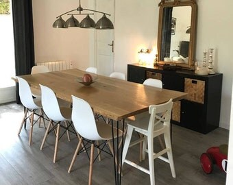 Table of new solid oak dining