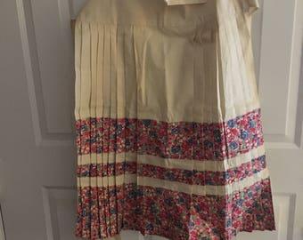 Vintage handmade half apron, Retro pleated apron, Vintage floral half apron, retro hand sewn floral half apron, Vintage Peasant Apron