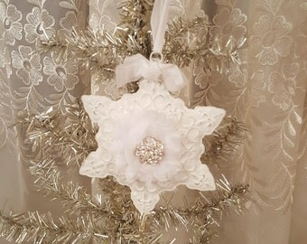 Vintage Shabby Chic White Snowflake Ornament Metal Christmas Ornament Glitter Snowflake Shabby Chic Vintage Bling White Center