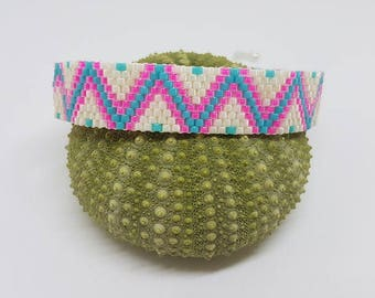 Zig Zag woven bracelet in miyuki Delica beads