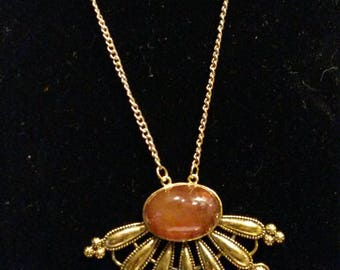 Carnelian - cabochon, Pearl and gold stand necklace