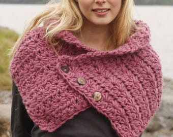 Chunky neck warmer, thick scarf, custom crochet cowl, button scarf, gift for her, gift idea, christmas gift, warm scarf, pink neck warmer