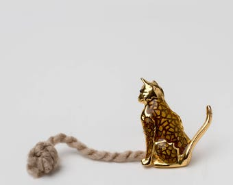 Adorable Vintage Enamel Cat Brooch Pin! Gold Tone, Kitty, Cat. GGGV# 12