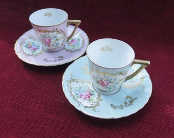 ancienne paire de tasse en porcelaine de Limoges décors fleurie,old pair of cup you and me,porcelain decorations flowery, pink and pale blue