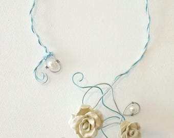 Two-tone twisted necklace roses and pearls