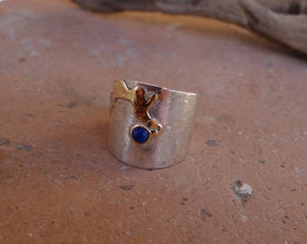 Silver and gold ring with a lapis lazuli.