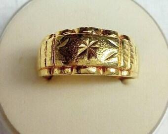 Male Golden Arabian Style Ring.