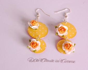 Boucles d'oreille chandelier, jaune à pois blancs, fleur jaune et blanche