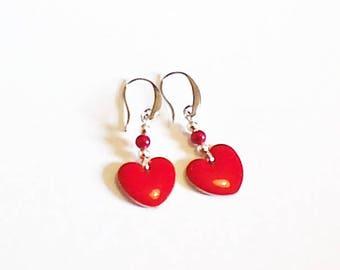 Boucle d'oreilles cœurs rouges émaillés,