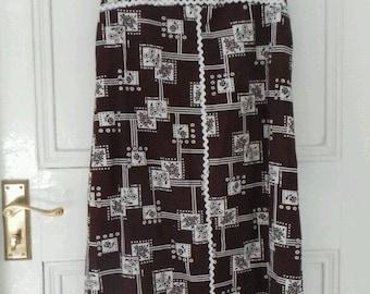 1960's brown floral a-line summer shift dress. Size 10.