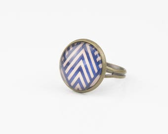Blue and white chevrons #1354 cabochon ring