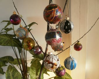 Set of 12 decorated Christmas balls