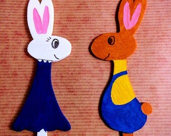 Easter wooden scalloped and hand painted decoration
