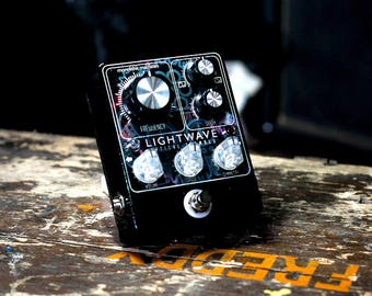Monolithic Machines - Lightwave optical tremolo effects pedal