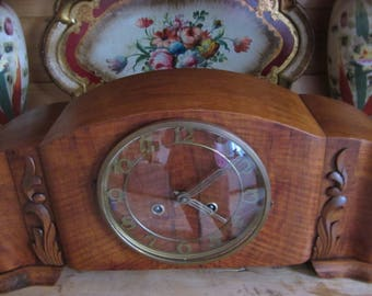 Clock clock chimney nut wood rewindable and with key 1950 Germany