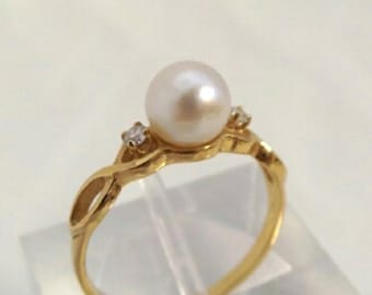 10K Yellow gold Ring with Pearl and diamond setting