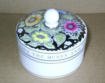 Wedgwood Susie Cooper Queen Silver Jubilee Round Box