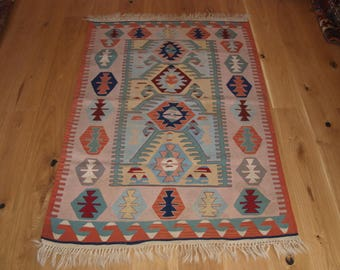 Beautiful Handmade Turkish Kilim, 160 x 112cm, Made With Hand Spun Wool & Natural Dyes