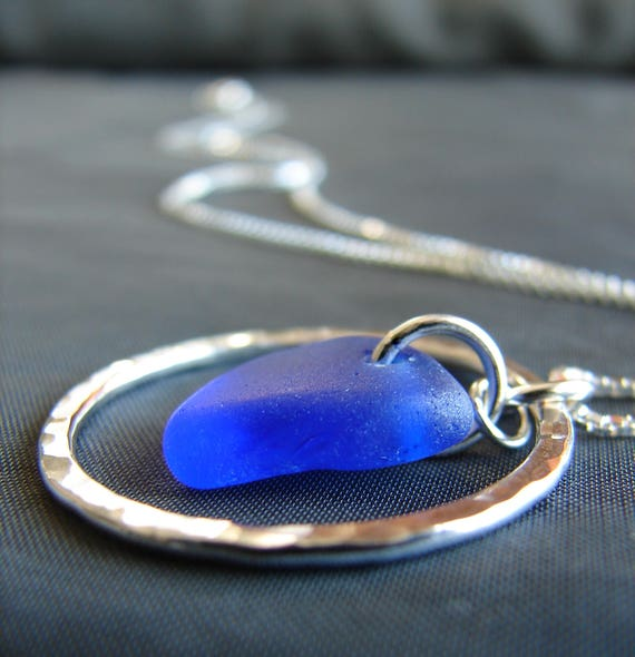 Sea Circle necklace in cobalt blue