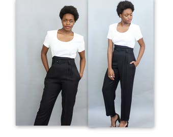 1980's Black and White High Waisted Belted Jumpsuit with Scoop Neck and Pockets in Size 8 Medium Boot Cut Slim Color block Pantsuit Romper