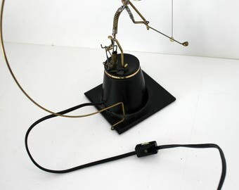 Bradt Kinetico Electric Golfer Wire Sculpture, Vintage Automated Desk Toy