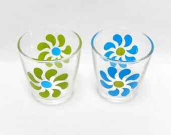 vintage sour cream glasses, pinwheels, 6oz glasses, 2 vintage drinking glasses, retro kitchen