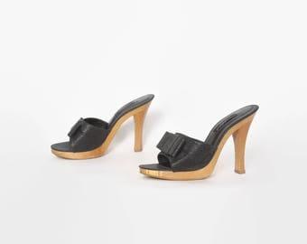 Vintage BETSEY JOHNSON Heels / 1990s Black Glitter Bow Peep Toe Wood Sole Sandals 8