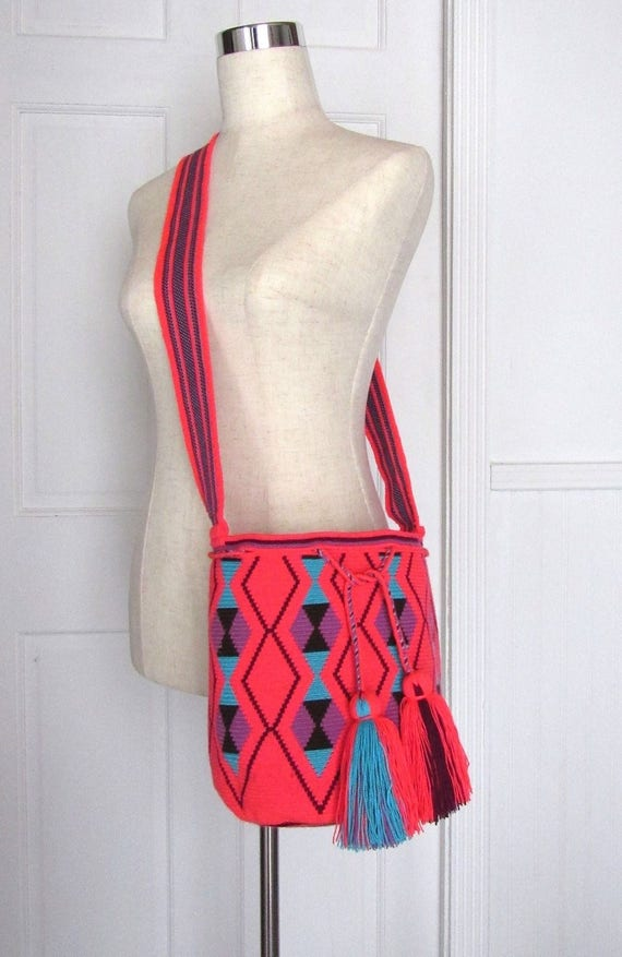 Exceptional cross body hobo bag single tread Wayuu mochila handmade bucket