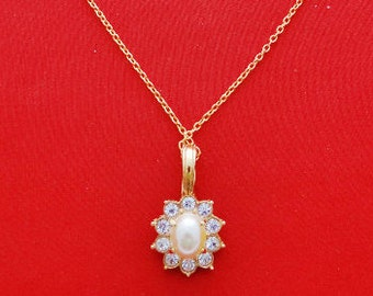 "Vintage 17"" gold tone necklace with 1.25"" pearl and rhinestone ROMAN signed pendant in great condition"