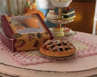 Miniature Blueberry Pie with Window Box, Dollhouse Miniature, 1:12 Scale, Dollhouse Food, Mini Food, Dollhouse Accessory, Decor