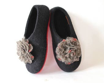 Felted slippers flowers Felt Rose Wool Boiled Shoes Beige Red Black Women home shoe felting, Warm slippers shoes women Gift for Mom Birthday
