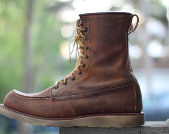 Lovely rough out model 4583 Copper Muleskinner - tan micro suede moc toe work boot USA made by Red Wing - size 10 - check measurements