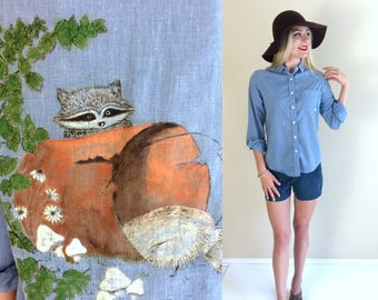 vtg 70s handpainted RACCOON+MUSHROOM chambray denim SHIRT Large novelty print kitschy boho hippie retro top indie festival blouse Sears