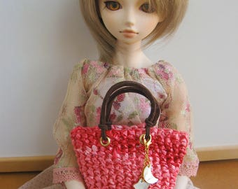 BJD MSD SD Obitsu 1/4 1/3 Doll Accesories: Pink raffia bag with leather straps and nacre pendant, for doll