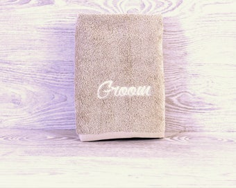 Personalized Towel / Monogrammed Towel / Hand Towel / Wedding Towels / Embroidered Towel