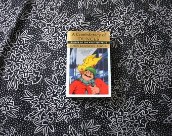 Confederacy of Dunces by John Kennedy Toole. 1980s Trade Paperback Book Edition. Pulitzer Prize Winning Confederacy Of Dunces