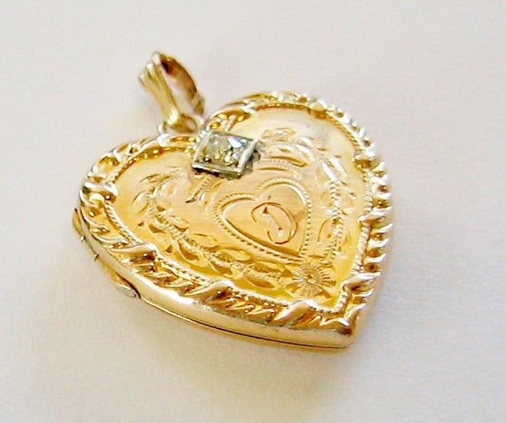 Vintage...14K Solid Yellow Gold & Diamond, Heart Shaped Picture Locket Pendant W/Initial (D).