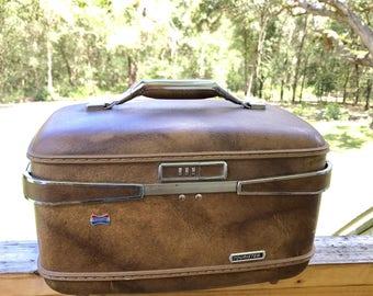 Lockabel train case, Luggage, train case, vintage luggage, American tourister Train Case, brown train case, brown vanity case,