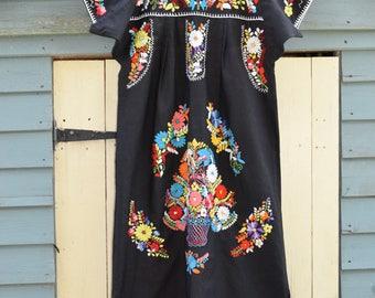 Vintage hand embroidered Cotton Mexican Dress Gypsy Festival dress boho hippy dress  m Uk  12 14 US  10  8  folk dress