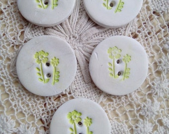 Set of 5 white and green flower polymer clay buttons, spring buttons, nature buttons, handmade buttons, unique buttons, craft buttons