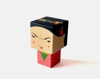 Figurine cubique en bois décorative Frida Kahlo taille S