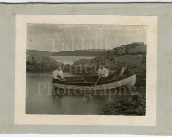 Cabinet Card Size Photo - Charming 2 Victorian Women and Man Outdoors in Rowing Boat on Lake - Unknown Photographer