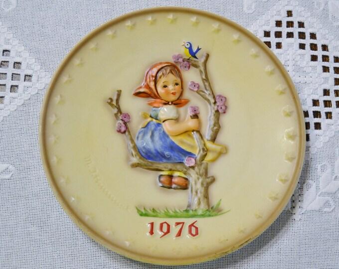 Vintage Hummel Plate 1976 Globetrotter Collector Plate Goebel West Germany PanchosPorch