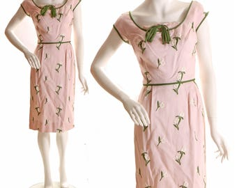 1950s Pale Pink Embroidered Tulip Flower Print Hourglass Wiggle Dress by Harmay