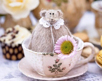 Knitted Mouse Rat in a Vintage Tea Cup, Dining Room Decor, Summer Home Decoration, Tea Lover Gift, Stuffed Animal, Candyfleece UK